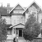 A frontal view of the Jarvis house in 1920. Riverside Municipal Museum archive.