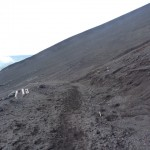The downward trail takes you through the heart of a very dusty side crater.